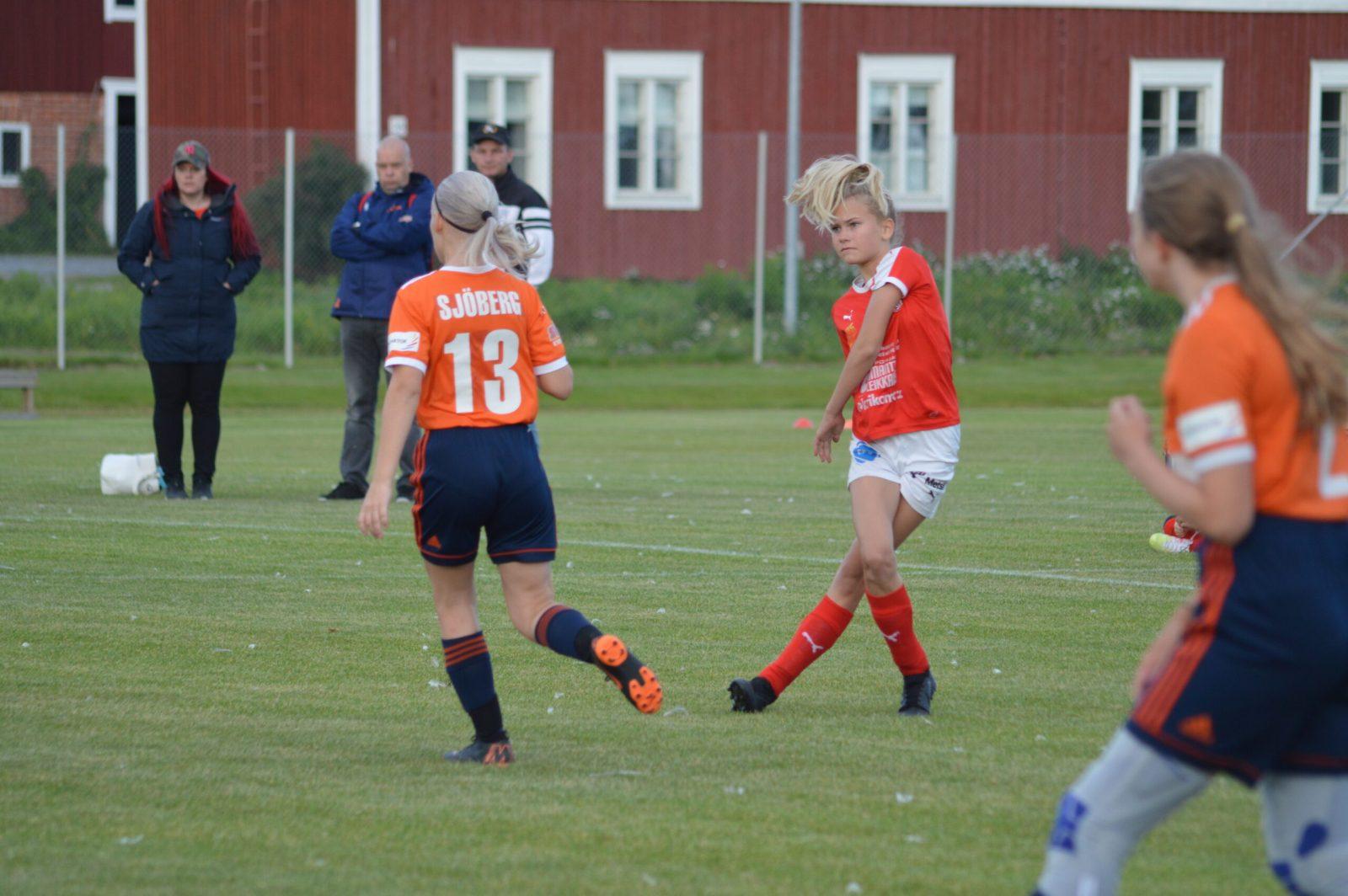 T13 Sporting Kristina – Karhu